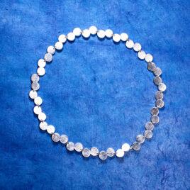 Halsband prickar av silver