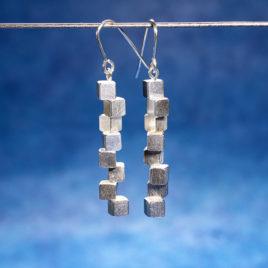 Vågbrytarörhängen silver