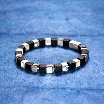 Armband kuber av silver och onyx