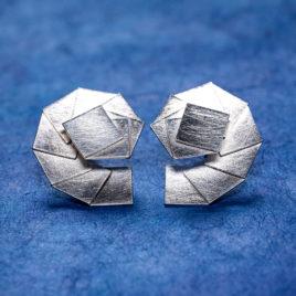 Snäckformade silverörhängen