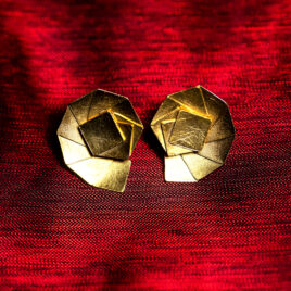 http://www.ejve.se/produkt/shell-stud-earrings/
