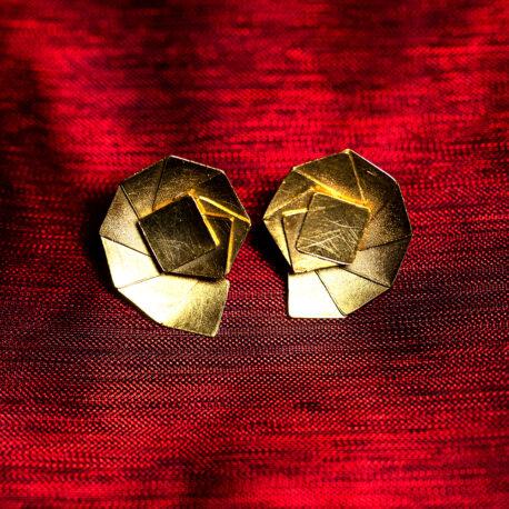 http://www.ejve.se/produkt/shell-stud-earrings/